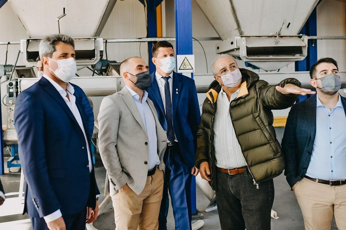 Uñac y el ministro de Economía visitaron un establecimiento olivícola que exporta aceite al mundo