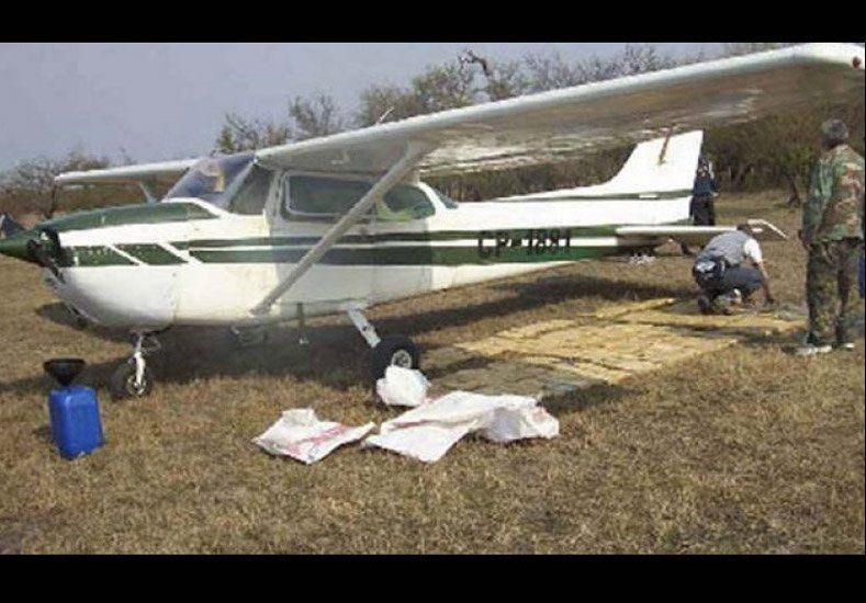 Hallaron más de 300 kilos de cocaína en una avioneta comandada por chicos de 18 y 19 años