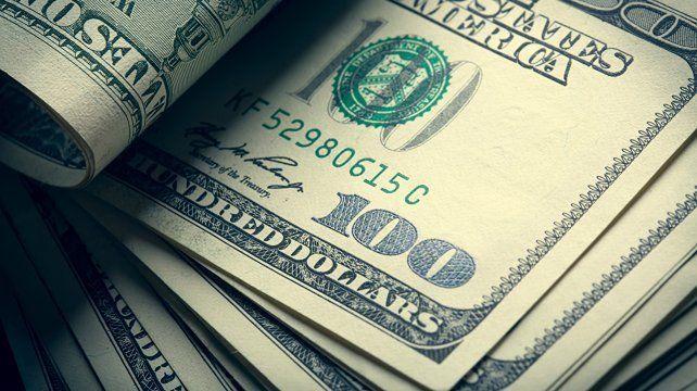 El dólar abre estable y el riesgo país sube a 1.915 puntos