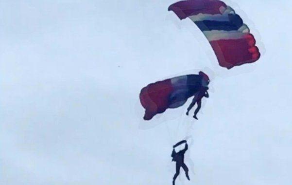 Un paracaidista logró salvarle la vida a otro en plena caída al quedar enredado