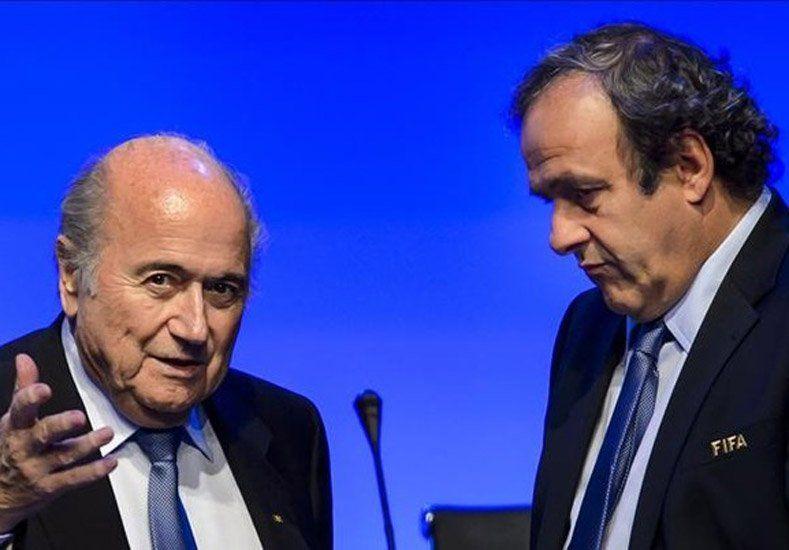 Blatter le apuntó a Platini: Fue muy decepcionante todo lo que pasó en los últimos días