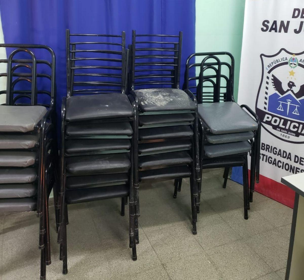 Se llevaron las sillas de los fieles de una iglesia cristiana y recuperaron algunas