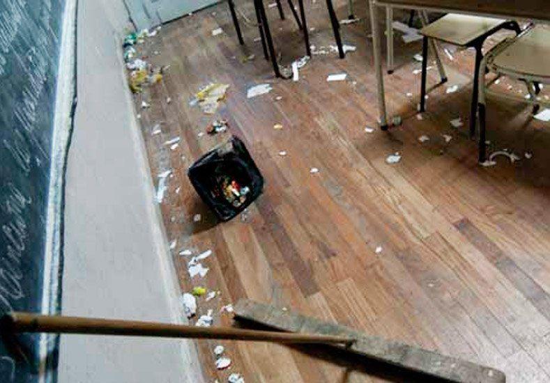 Padres de alumnos tomaron una escuela en Carpintería por problemas de limpieza