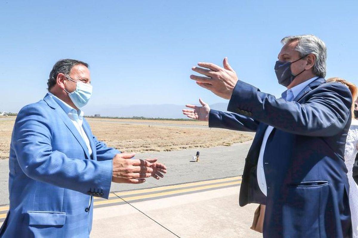 El Presidente llegó a La Rioja para reunirse con gobernadores