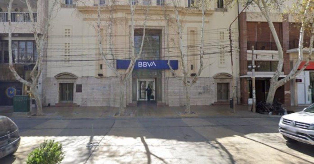 Dos bancos con sedes en San Juan reducirán su horario de atención