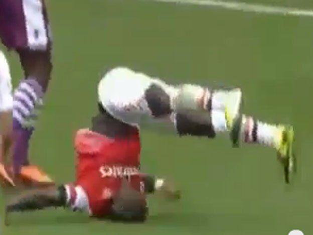 Tremendo golpazo: un jugador del Arsenal inglés voló y cayó muy mal