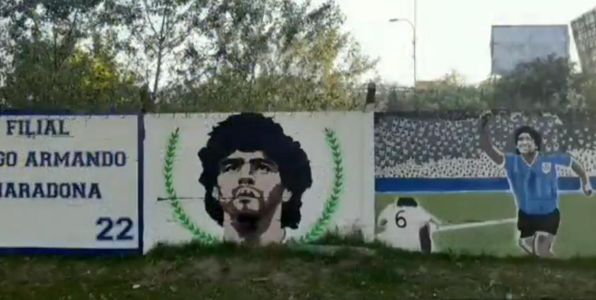 ¡Una locura! Hicieron un mural de 150 metros para homenajear a Diego