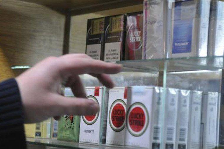 Desde este lunes los cigarrillos aumentarán un 13%