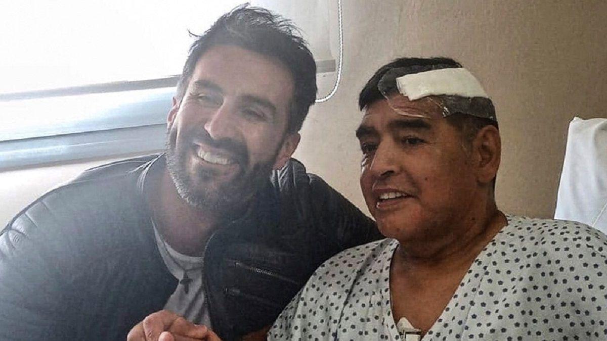 Allanan la clínica y la casa del médico de Diego Maradona