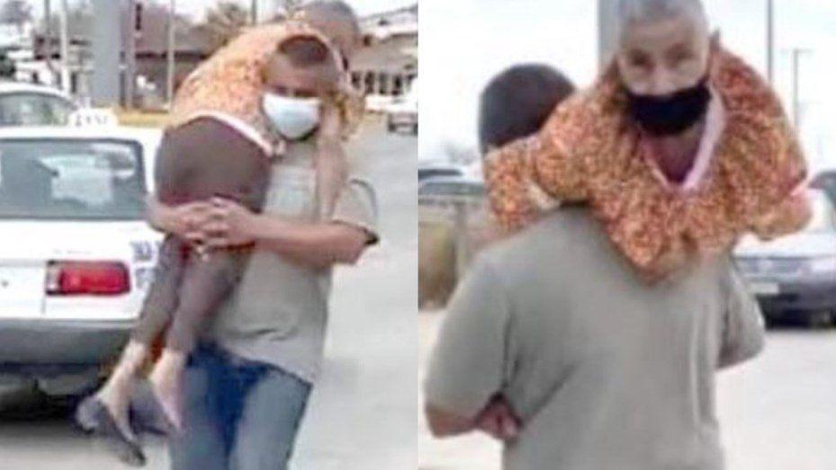 Llevó a su mamá a upa para que reciba la vacuna contra el coronavirus