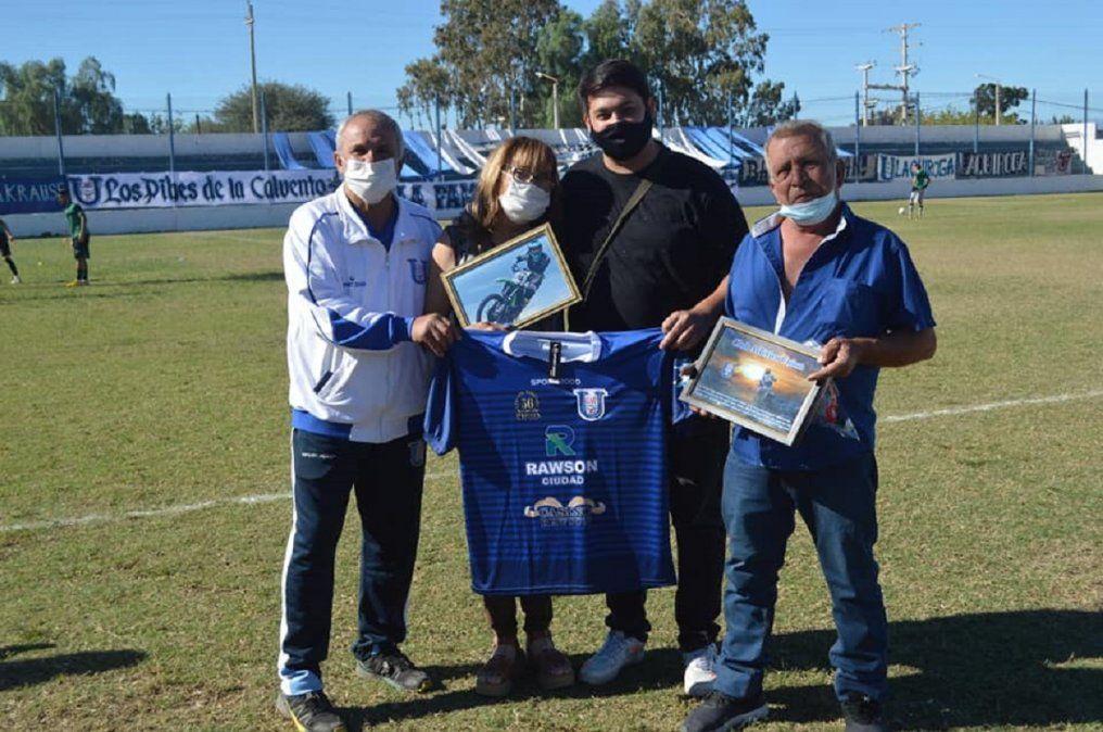 Unión homenajeó a la familia del Wey Zapata.