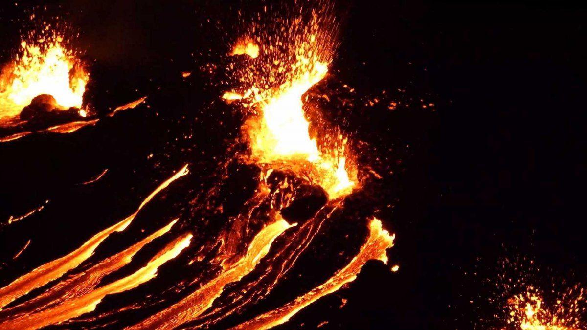 Impresionantes imágenes de un volcán en erupción