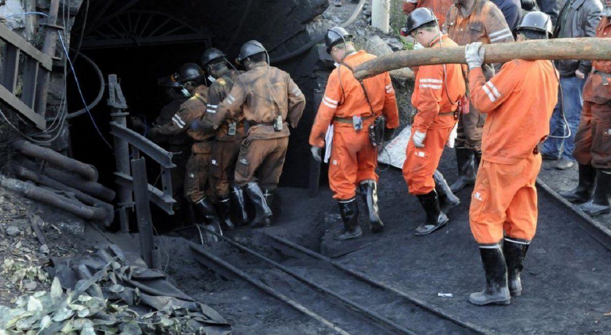 Los mineros atrapados en China logran enviar una nota a los socorristas