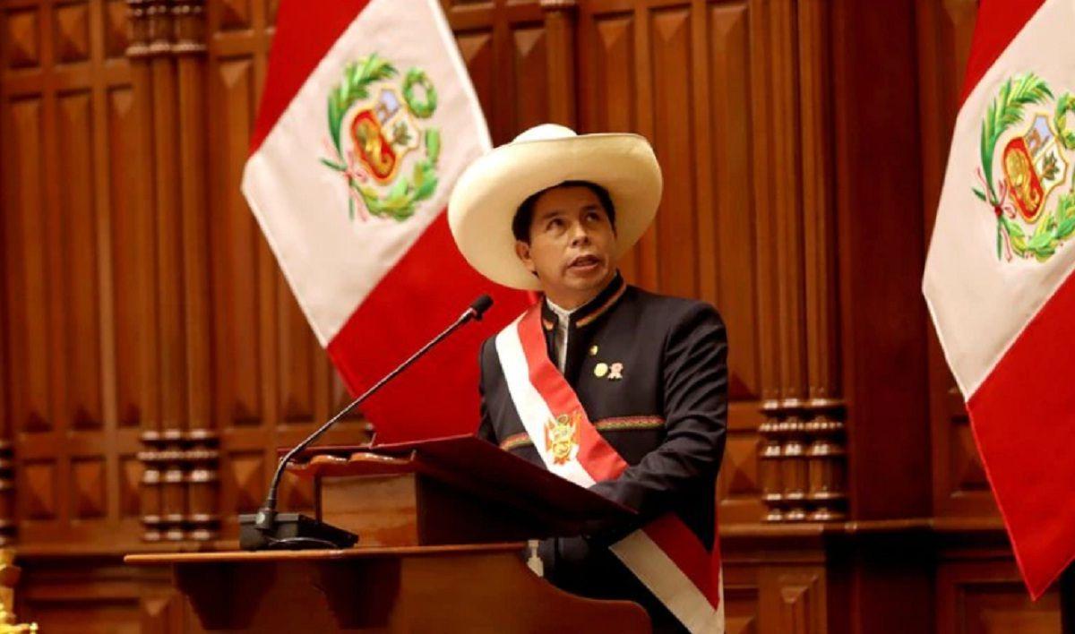 Castillo asumió en Perú y anunció una reforma constitucional