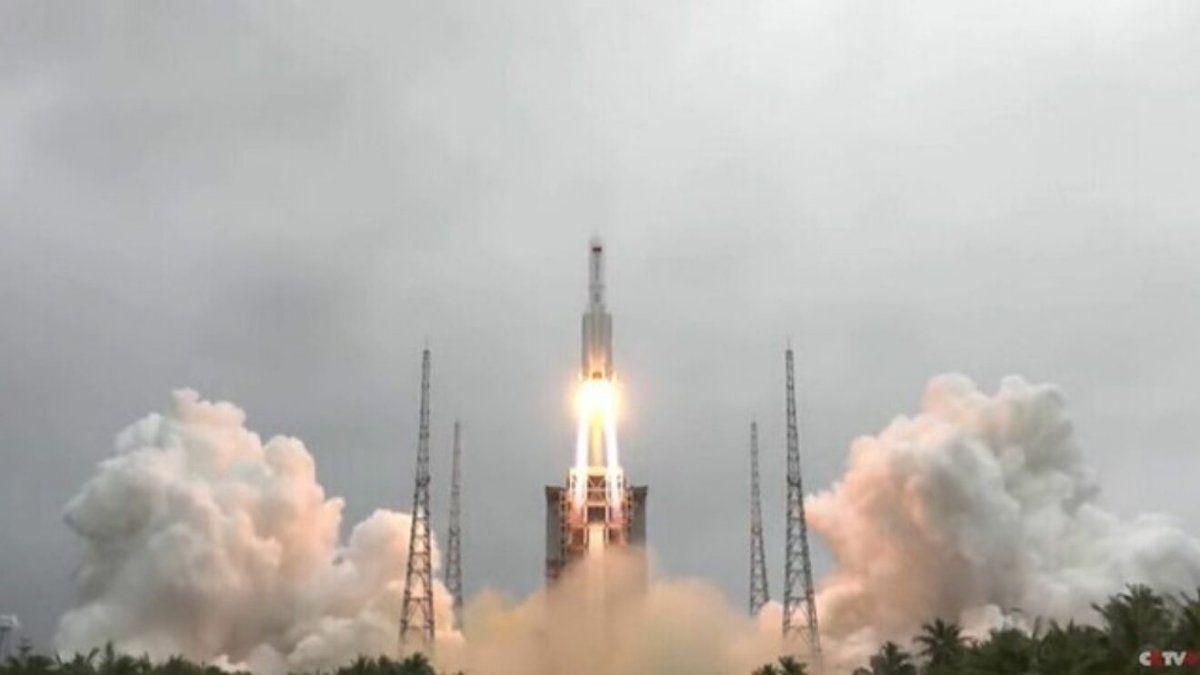 El cohete chino fuera de control se aproxima a la Tierra