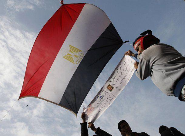 El Ejército pidió a los egipcios que vuelvan a sus casas luego de la vigilia tras el anuncio de Mubarak