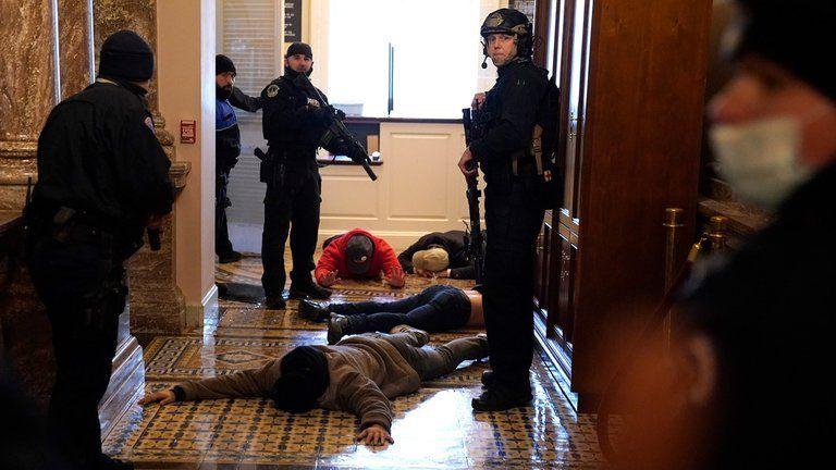 Anunciaron toque de queda en Washington.