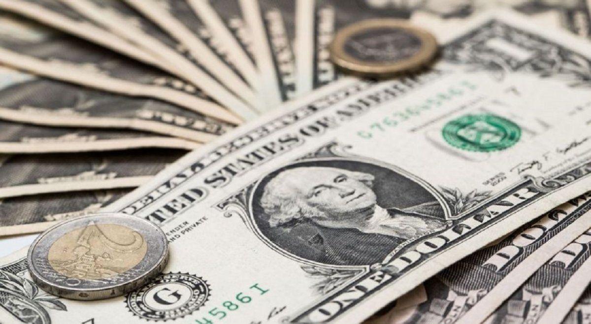 El dólar Blue al precio más bajo del año