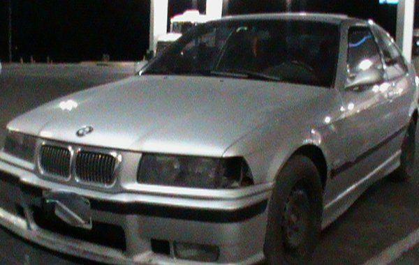 Abandonan un BMW con 4 kilos de cocaína en medio de una autopista
