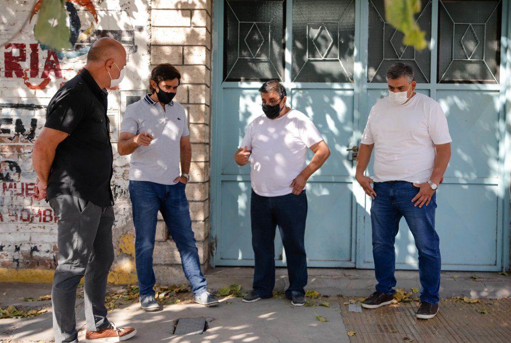 Capital: el equipo de trabajo salió a controlar bares y el intendente visitó a los vecinos