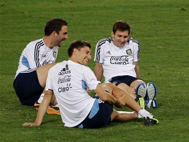 Messi entrenó de modo diferenciado y aumentó la duda de su participación