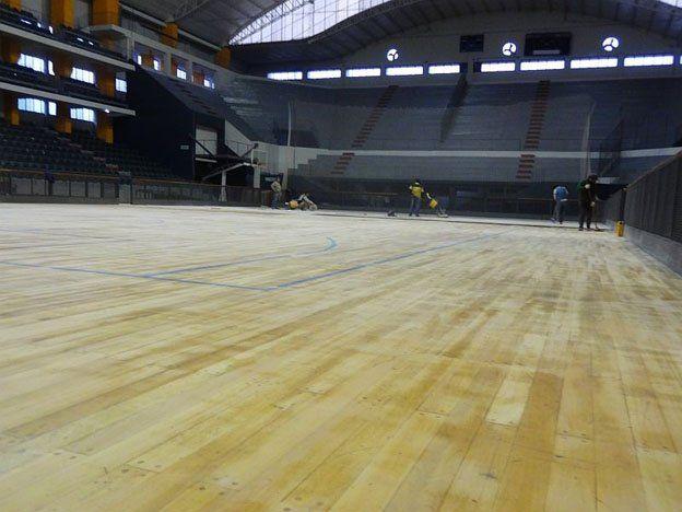 La Subsecretaría de Deportes trabaja para mejorar el piso del Aldo Cantoni