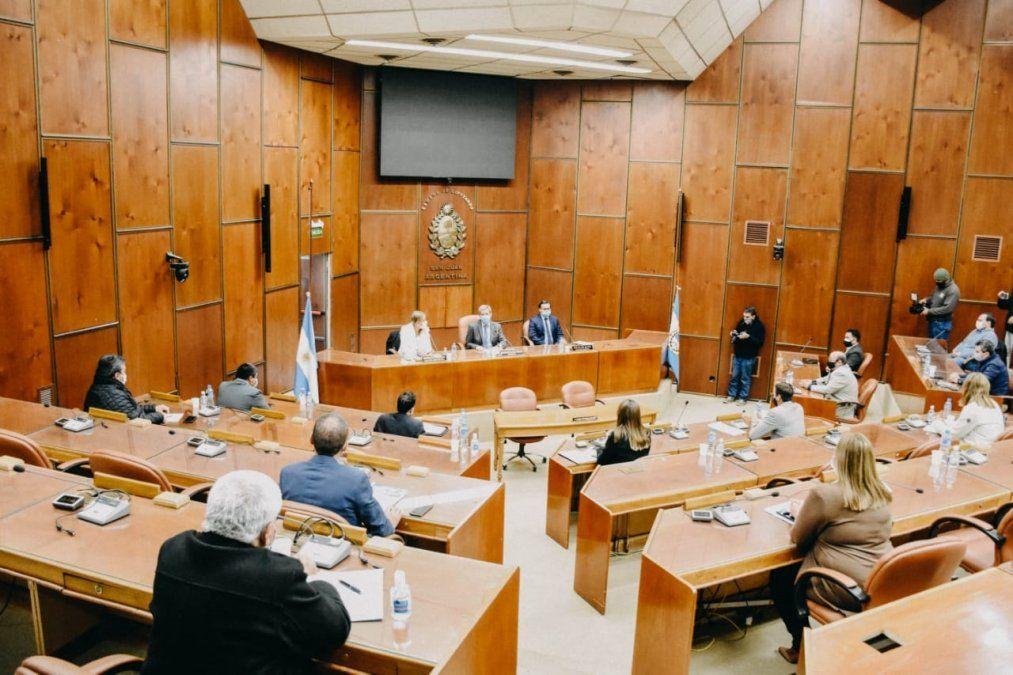 Las autoridades provinciales repudiaron las pintadas nazi que aparecieron en Capital