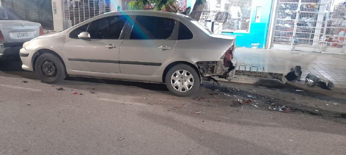 Le chocaron el auto, huyeron y pide ayuda para dar con el culpable