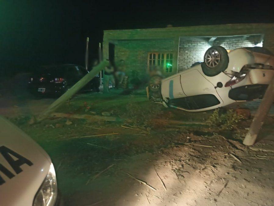 Volcó su auto en el jardín de una vivienda en Pocito