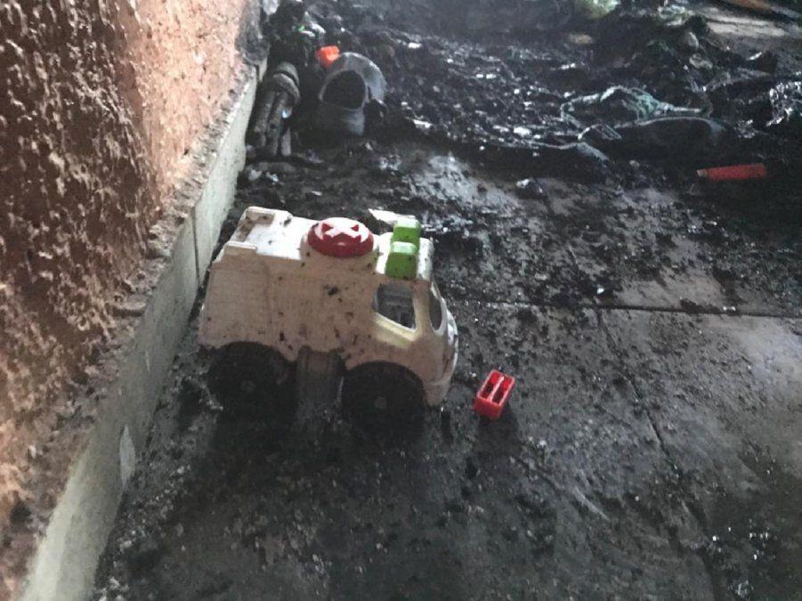 Por un cortocircuito una familia perdió todo en un incendio
