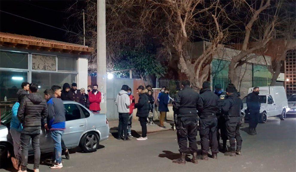Intervinieron en dos fiestas clandestinas y hubo 27 detenidos