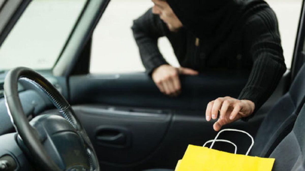 Intentó robar un celular del asiento de un auto. Imagen ilustrativa.