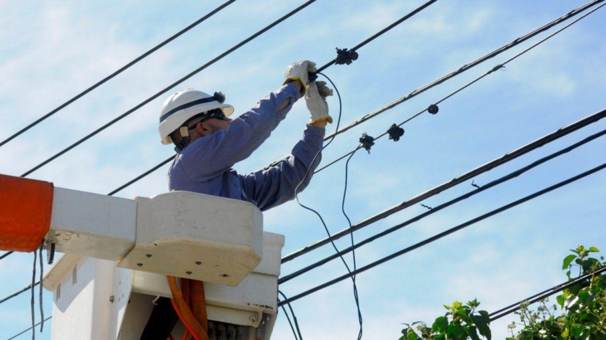 Distribuidoras eléctricas amenazan con fallas en el servicio.