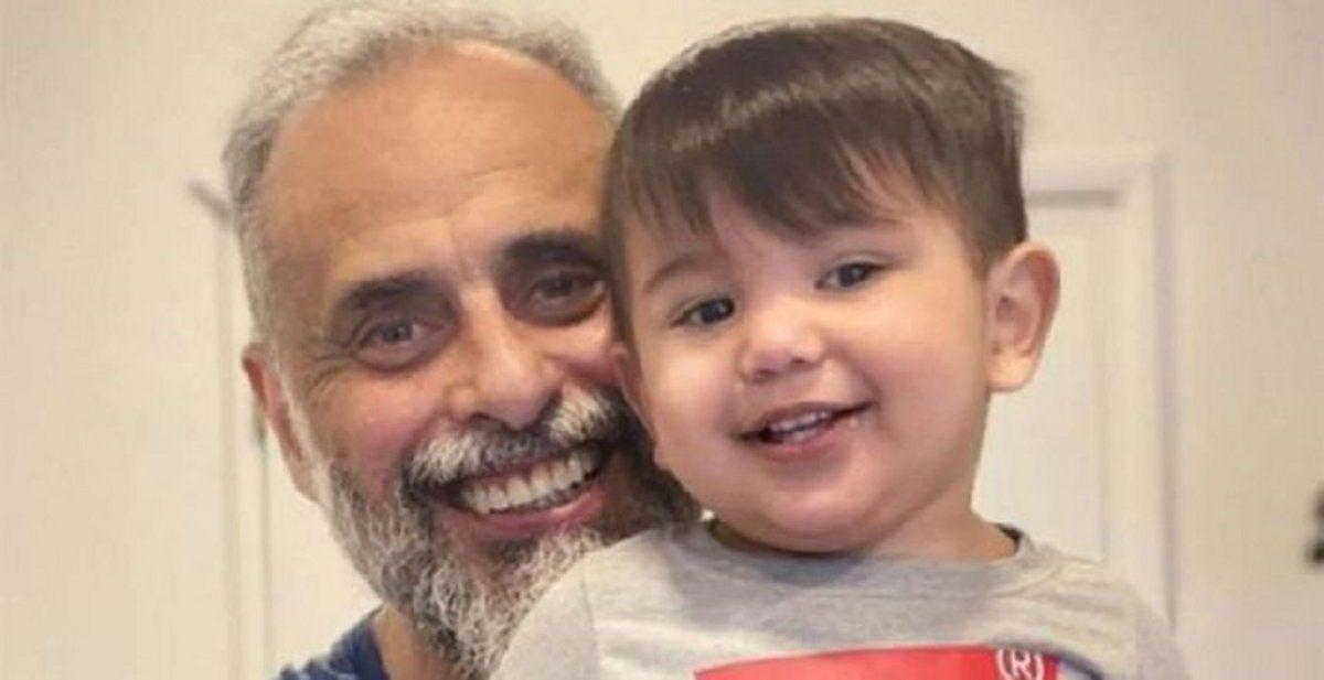 Jorge Rial junto a su nieto.