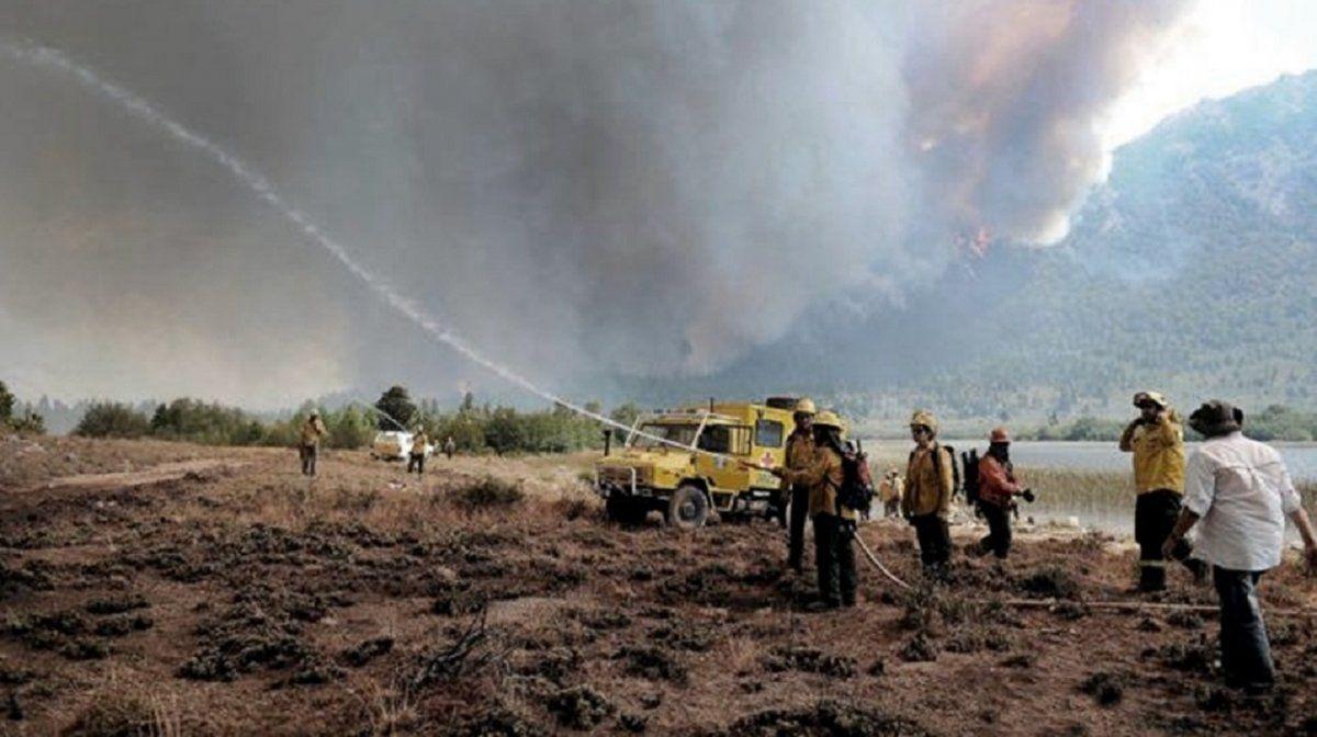 Bomberos voluntarios de San Juan, en alerta por los incendios en el Sur