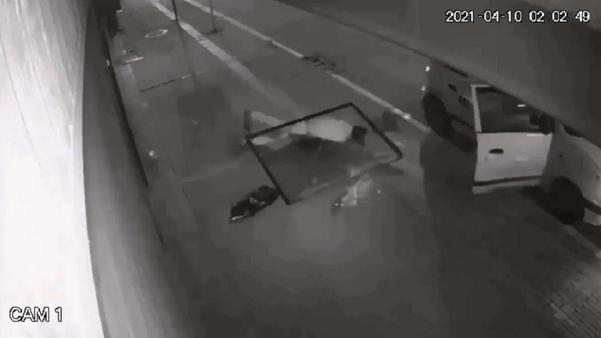 Ladrón quedó inconsciente tras caerse en medio de un robo.