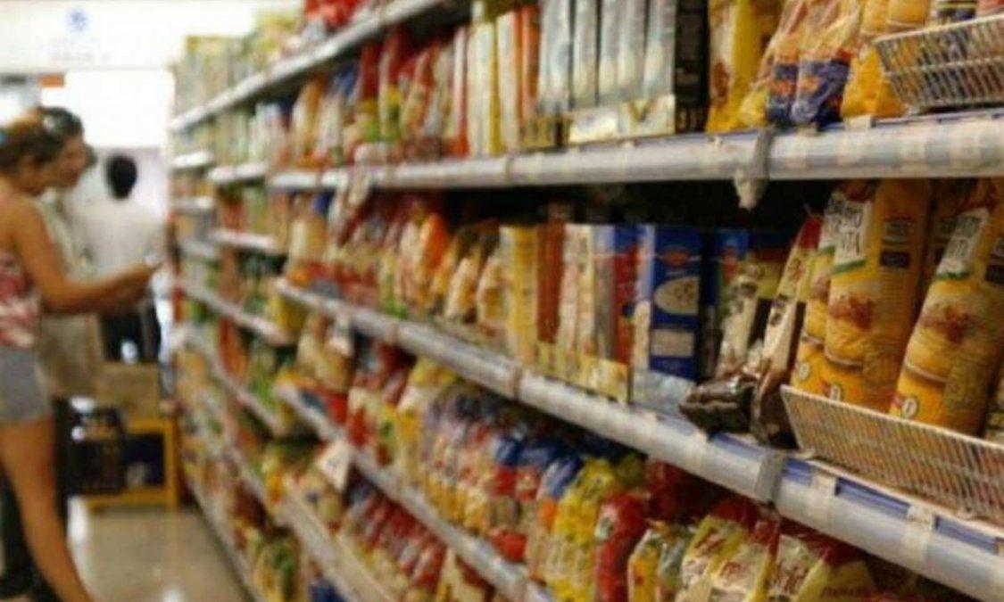 Según el Indec, el costo de la canasta básica total subió 2,7% en febrero