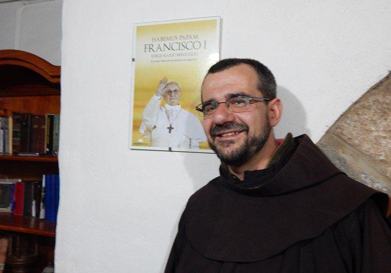 El fraile sanjuanino que vive en una ermita, presentará su libro con prólogo del Papa Francisco