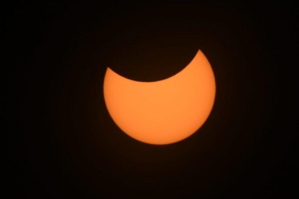 Un nuevo eclipse solar genera expectativas por los cuernos de diablo que mostrará