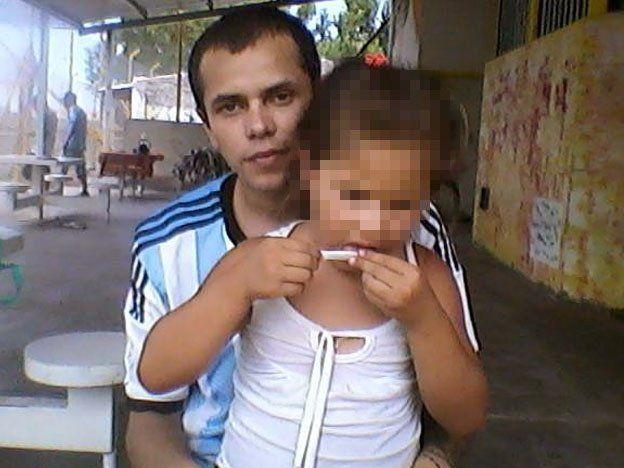 Apareció la foto de un preso con marihuana en un penal y ahora investigan los perfiles de facebook