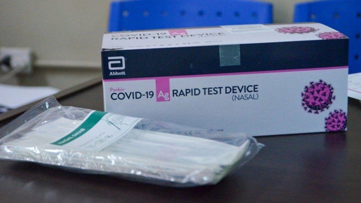Ahora prohíben la venta en farmacias de pruebas rápidas y tests para detectar Covid-19
