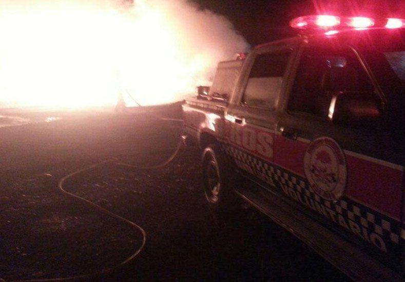 Un incendio de grandes proporciones se desató en una bodega de Santa Lucía