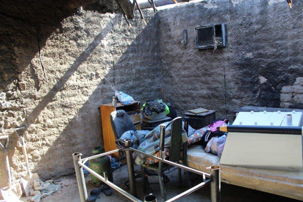 Una falla eléctrica en un aire acondicionado provocó grandes pérdidas en una vivienda