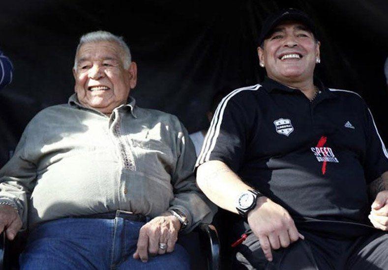 Maradona viajó de urgencia desde Dubai, porque su padre está en coma