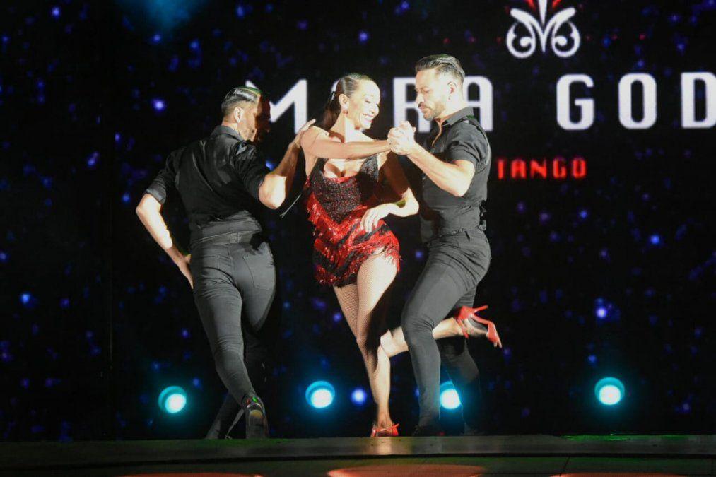 Mora Godoy bailó dos tangos y le puso ritmo a la previa de la elección de la soberana del Sol