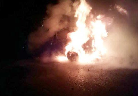 Cargó combustible y el auto fue devorado por las llamas, por una falla mecánica