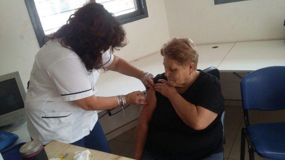 En tres semanas se vacunaron a 40 mil personas mayores de 65 años