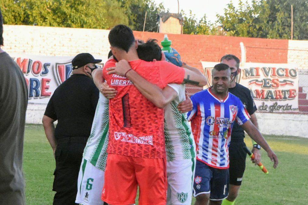 Desamparados derrotó 2 a 0 a Peñarol en Chimbas. Fotos: Adrián Carrizo.