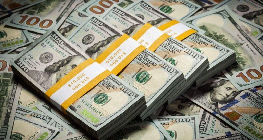 El dólar oficial cerró en alza a $84,51 y el blue bajó a $165