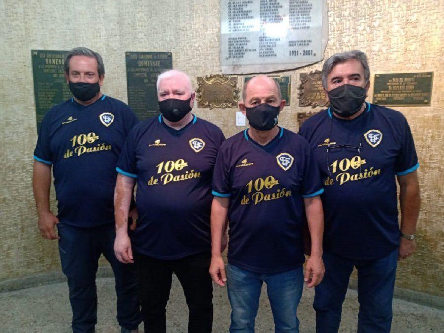 La Liga Sanjuanina de Fútbol celebra con Bochini el Centenario (Foto: sj8)